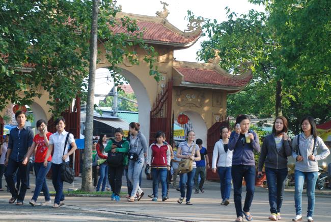 Chùa Hoằng Pháp: Ngày tu sinh viên tìm về Phật Pháp