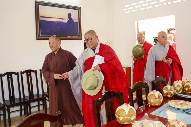 Phái đoàn chùa Maisan Stone Hàn Quốc thăm chùa Hoằng Pháp 2