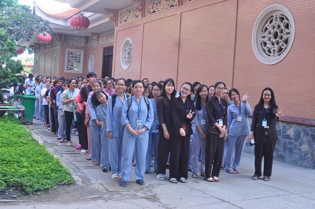 chùa hoằng pháp tổ chức ngày tu sinh viên hướng về phật pháp 6