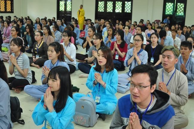 chùa hoằng pháp tổ chức ngày tu sinh viên hướng về phật pháp 11