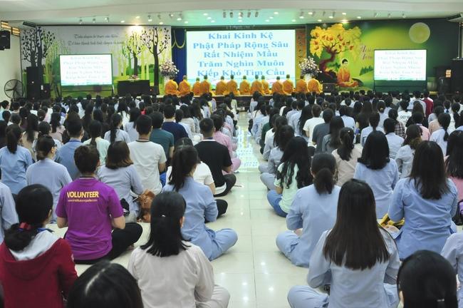 chùa hoằng pháp tổ chức ngày tu sinh viên hướng về phật pháp 12