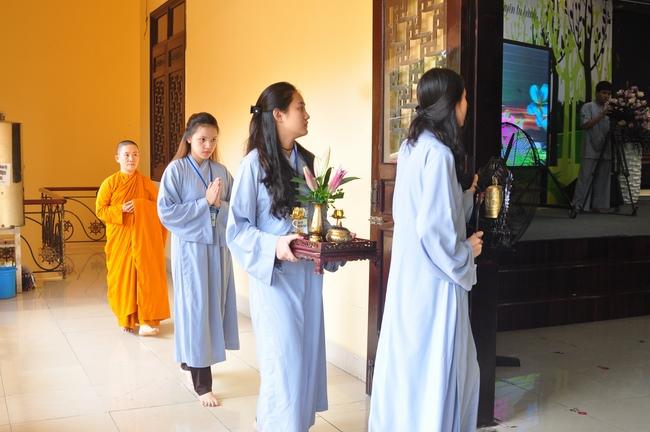 chùa hoằng pháp tổ chức ngày tu sinh viên hướng về phật pháp 14
