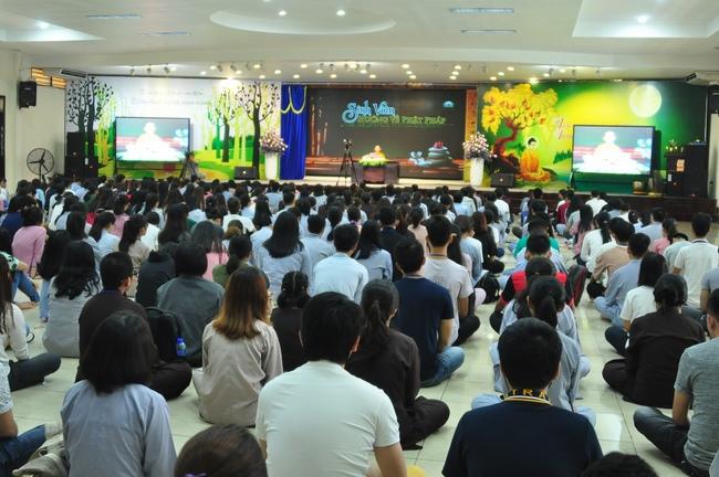 chùa hoằng pháp tổ chức ngày tu sinh viên hướng về phật pháp 16