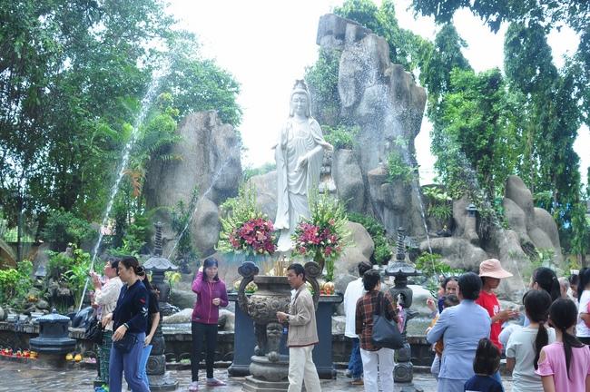 chùa hoằng pháp tổ chức ngày tu sinh viên hướng về phật pháp 20
