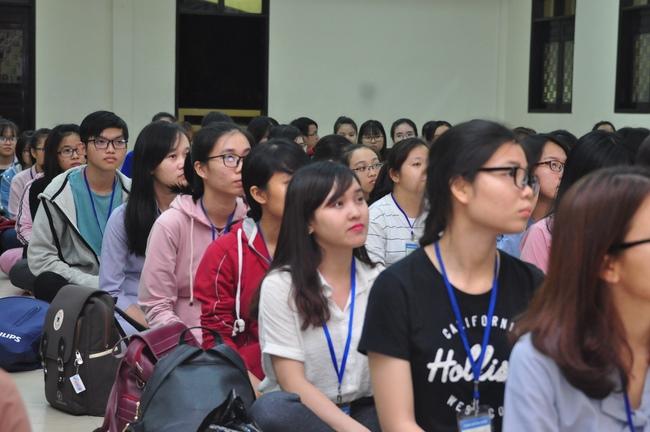 chùa hoằng pháp tổ chức ngày tu sinh viên hướng về phật pháp 3