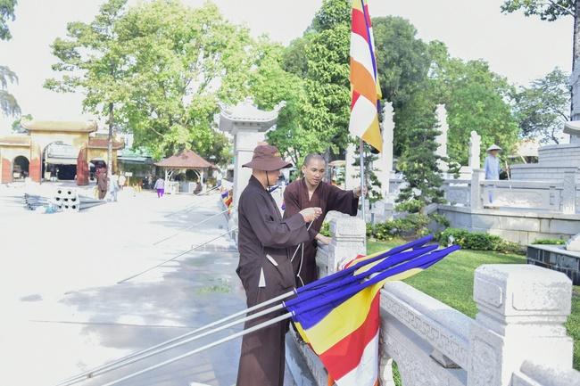 Công tác chuẩn bị đêm hoa đăng kỷ niệm đức Phật A-di-đà (phần 1)
